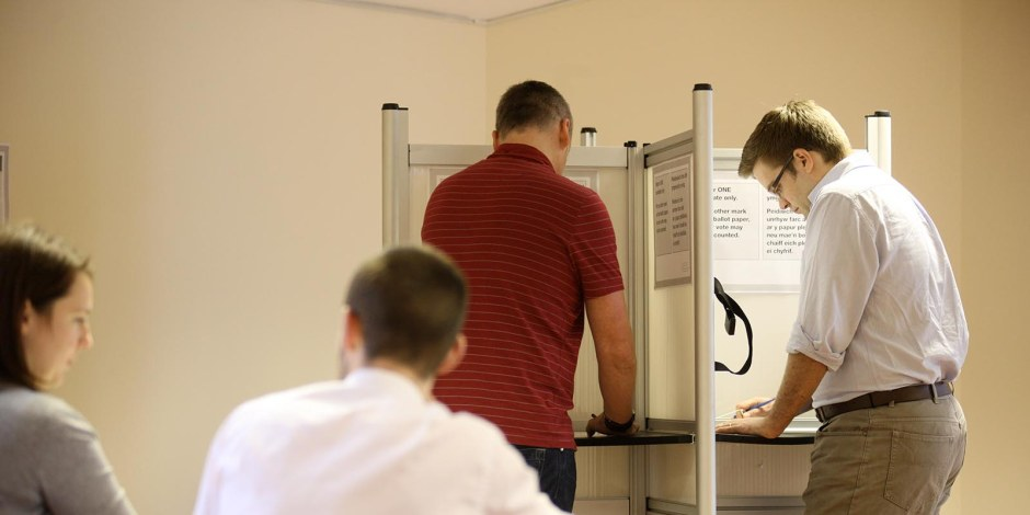 voting-at-a-polling-station